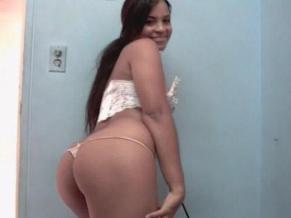 Liveshow sexe d'une brésilienne au joli cul